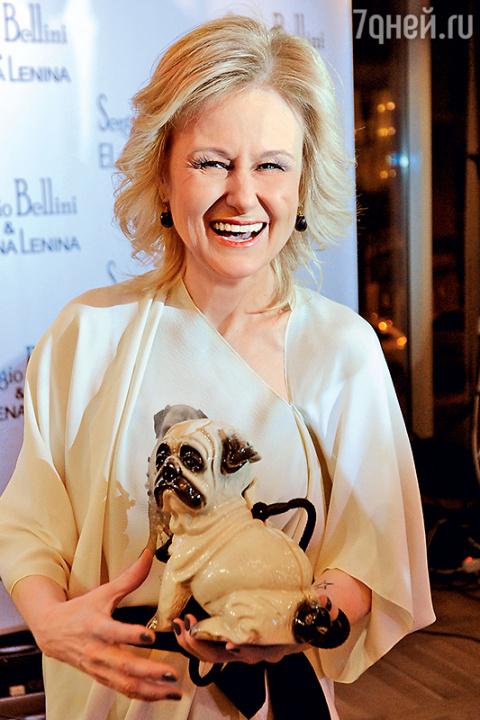 Дарья Донцова нашла собаке хозяев