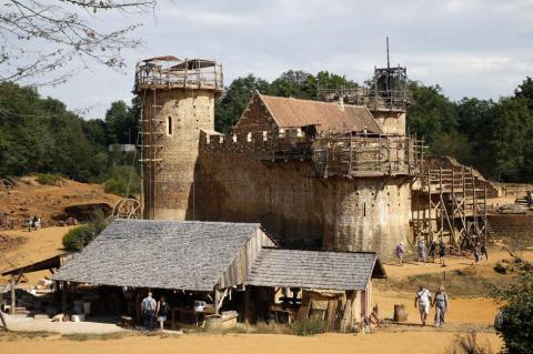 Во Франции строят замок в со…