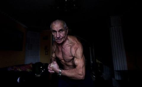 Как 70-летний бодибилдер реш…