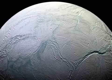 Пористое ядро Энцелада не дало океану замерзнуть