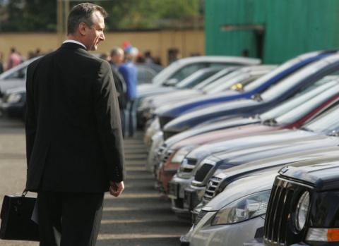 Чиновникам запретят арендовать мощные машины с 1 января 2017