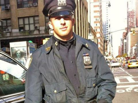 Этот полицейский принял вызо…
