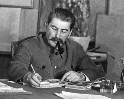 Популярность Сталина достигл…