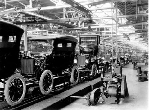 Ровно 103 года назад был установлен первый конвейер автосборки