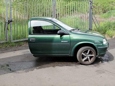 Парень «болгаркой» разрезал пополам все совместно нажитое за 12 лет имущество
