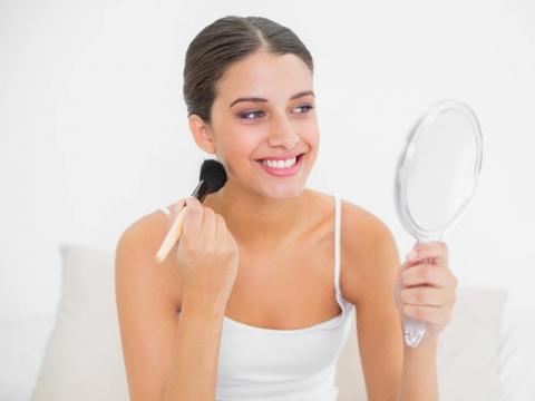 Как с помощью макияжа сделать лицо стройнее: 8 хитростей