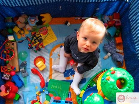 Нужен ли ребенку манеж?