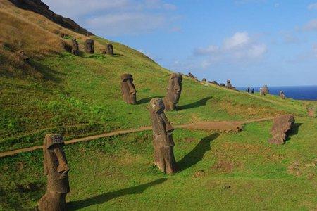 Каменные истуканы острова Па…