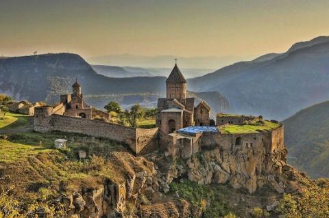 В Армению российские туристы…