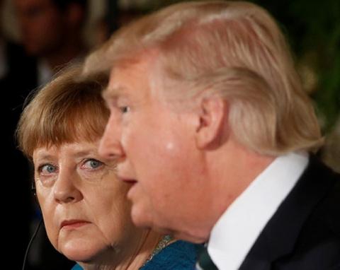 Mepкель унизила Трампа и зая…