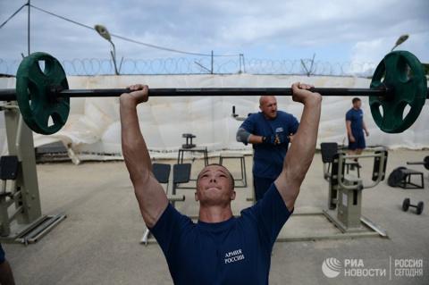 Жители четырех стран НАТО хотели бы быть под защитой России