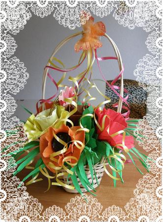 Корзинка с букетом из конфет к Дню Учителя