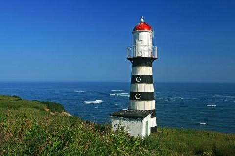 10 очень уединённых маяков и…