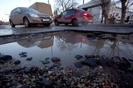 Опрос ЗР: разбитые дороги он…