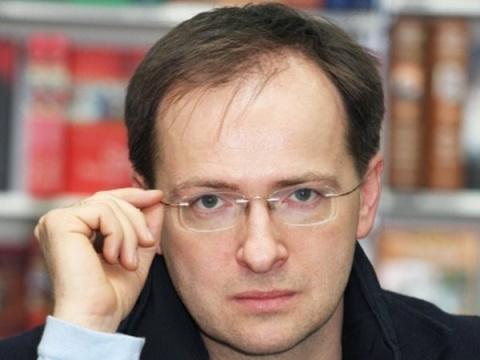 Академики РАН потребовали лишить Мединского ученой степени