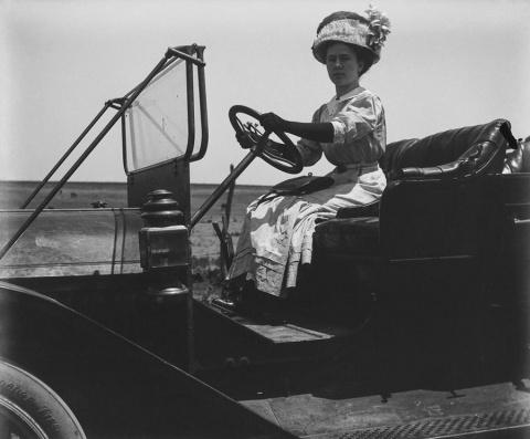 Во что одевались первые авто…