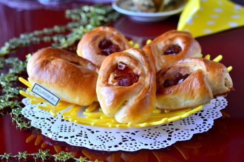 Пирожки с яблочным вареньем