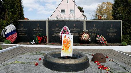 Настоящий Вечный огонь заменили картонным под Калининградом