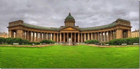Казанский собор в Санкт-Петербурге - одно из крупнейших культовых сооружений в Санкт-Петербурге