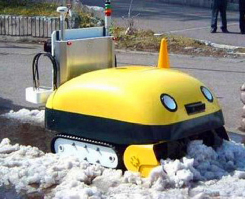 Японский робот-снегоуборщик …