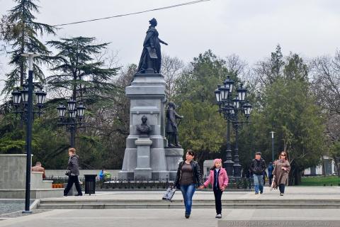 Как Екатерина II снова встала на пьедестал в Симферополе