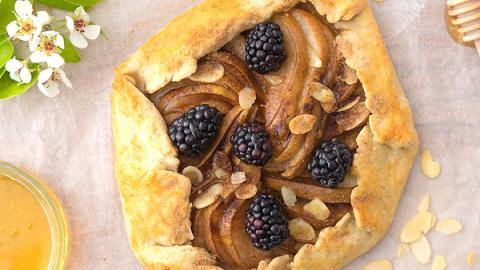 Грушевый тарт: рецепт от бре…
