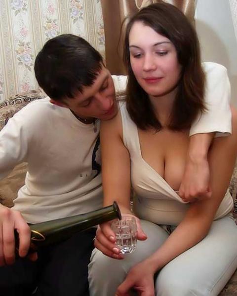 Жену трогает знакомый