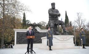 Киеву мешают памятники… на п…