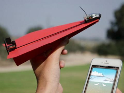 iPhone сможет управлять бумажными самолетиками