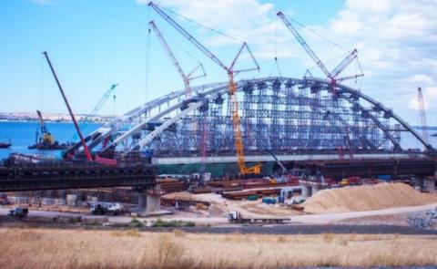 Керченский мост отбуксируют в суд