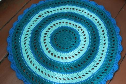 Круглый коврик, вязанный крюком, из трикотажной ленты