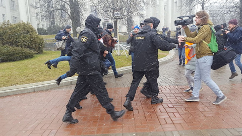 Лукашенко жестко пресёк митинги прозападной оппозиции