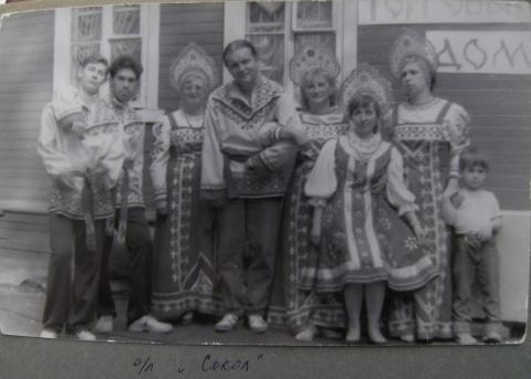 1993 Карнавал (слева Сурен Овсепян.. Жукова Маргарита П, в центре Бальзамов Саша, Фадеева Т.А., Лена Овсепян...)