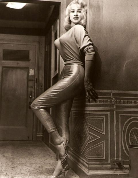 Ретро-мода. Вот такие лифчики носили женщины в 40-х и 50-х!