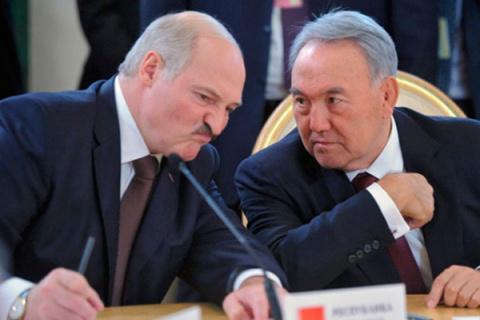 Назарбаев пригласил Лукашенк…