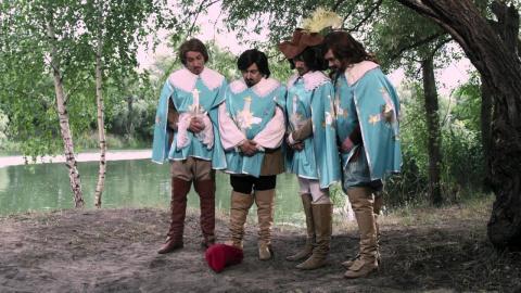 """Великолепная пародия на """"Три  мушкетера""""! Ребята молодцы!"""