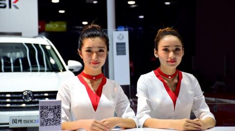 Девушки  в Шанхае - сама скромность