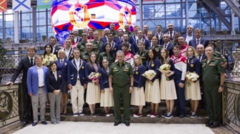 Шойгу наградил спортсменов ЦСКА, завоевавших медали на Играх в Рио