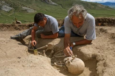 Антропология: новый метод получения ДНК  из доисторических костей или зубов - для идентификации геномов древних людей