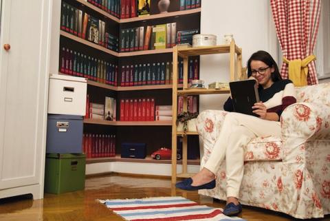 Книги, которые нарисованы на стене в вашей гостинной