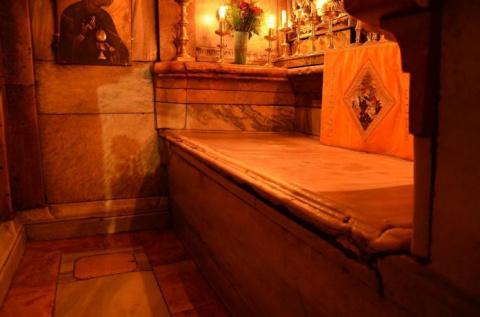Ученые вскрыли гроб Христа и…