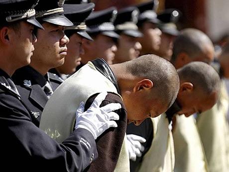 Китай за два года задержал более двух тысяч беглых коррупционеров