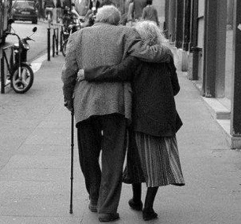 Разговор бабули с дедулей...…
