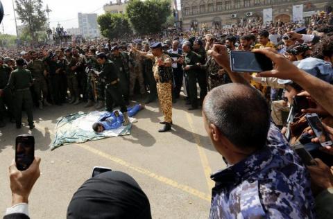 Казнь педофила в Йемене— расстрел в упор из автомата (+18!)
