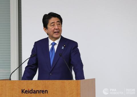 Премьер-министр Японии оказа…