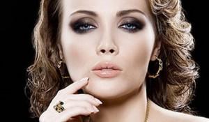 Вечерний макияж для серых гл…