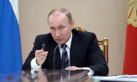 Чаплин: В России можно создать монархию во главе с Путиным