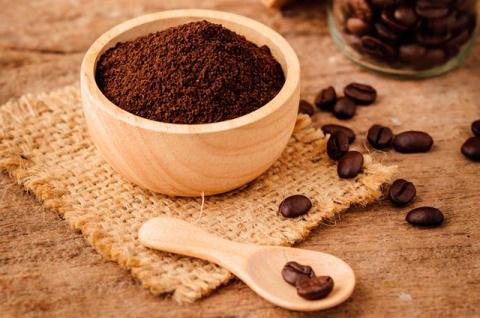 Кофейная гуща как удобрение: польза или вред?