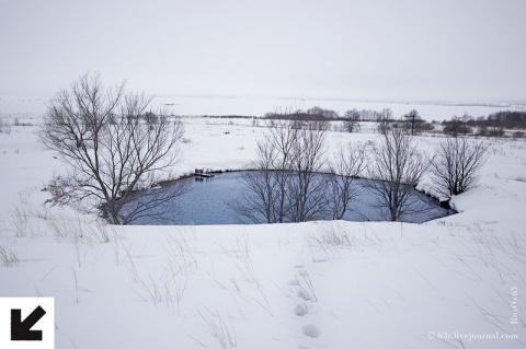 Белое на белом. Голубое озеро зимой