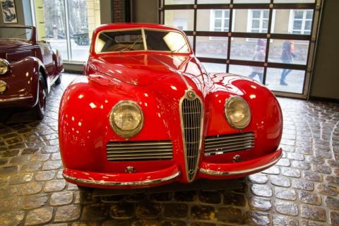 Музей старинных автомобилей …